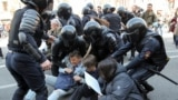 Police officers detain opposition protesters during a May Day rally in Saint Petersburg, Russia May 1, 2019. REUTERS/Igor Russak