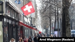 Shoppers walk along the street after the Swiss government relaxed some of its COVID-19 restrictions, as the spread of the coronavirus disease continues, at the Bahnhofstrasse shopping street in Zurich, Switzerland March 1, 2021.