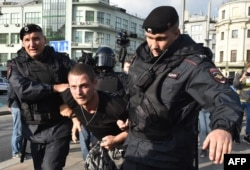 Russia -- National Guard troops detain a man following a rally calling for fair elections in central Moscow on 10Aug2019.