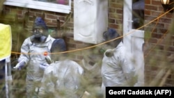 Britain -- Investigators work in the garden of Sergei Skripal's house in Salisbury, March 22, 2018