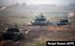 BELARUS -- Tanks take part in the joint Russian-Belarusian military exercises Zapad-2017 (West-2017) at a training ground near the town of Borisov, September 20, 2017
