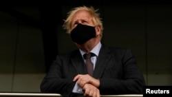 Britain's Prime Minister Boris Johnson visits a vaccination center at the StoneX Stadium, home of the rugby club Saracens, amid coronavirus disease (COVID-19) pandemic, in North London, Britain June 21, 2021. Alberto Pezzali/Pool via REUTERS