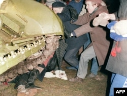 Lithuania -- A group of Lithuanians attempt to stop a Soviet Red Army tank from crushing a fellow protester during the assault on the Lithuanian Radio and Television station in Vilnius, 13Jan1991