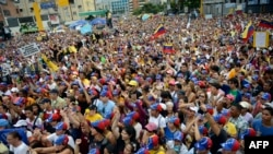 VENEZUELA – Supportes of Venezuelan opposition leader Henrique Capriles Radonski protest against corruption in Caracas on August 3, 2013.