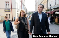 Former Georgian president Mikheil Saakashvili, his wife, Sandra Roelofs, and their son Nikoloz take a walk in central Rzeszow, Poland September 10, 2017. REUTERS/Gleb Garanich