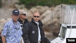 U.S. -- President George W. Bush (L) and Russian President Vladimir Putin at Walker's Point in Kennebunkport, Maine, 02Jul2007