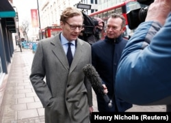 U.K. -- Alexander Nix, CEO of Cambridge Analytica arrives at the offices of Cambridge Analytica in central London, March 20, 2018 - can use as video screen grab