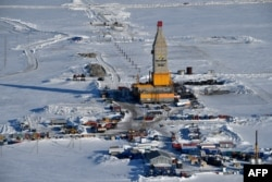 A picture taken on April 16, 2015 shows a general view of a gas derrick at the village of Sabetta in the Kara Sea shore line on the Yamal Peninsula in the Arctic Circle, 2450 km from Moscow.