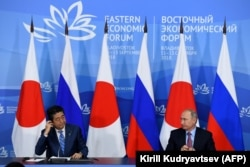 Japanese Prime Minister Shinzo Abe (left) and Russian President Vladimir Putin give a press conference following their meeting in Vladivostok, September 10, 2018