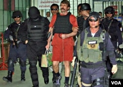 With tight security and the flak jacket on, Viktor Bout, center, a suspected Russian arms dealer, leaves the criminal court in Bangkok, Thailand, 04 Oct. 2010
