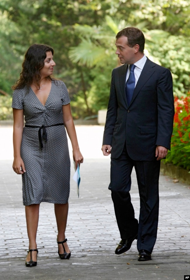 Then Russian President Dmitry Medvedev speaks with Margarita Simonyan in Sochi, August 26, 2008.