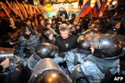 Riot police encircle Russian opposition leader Boris Nemtsov, Moscow, February 2014.