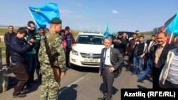 Ukraine -- Mustafa Dzhemilev, Crimean Tatar leader denied access to Crimea at Crimean border, 3May2014