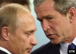 Russia/U.S. -- Pres George W Bush and Vladimir Putin closeup