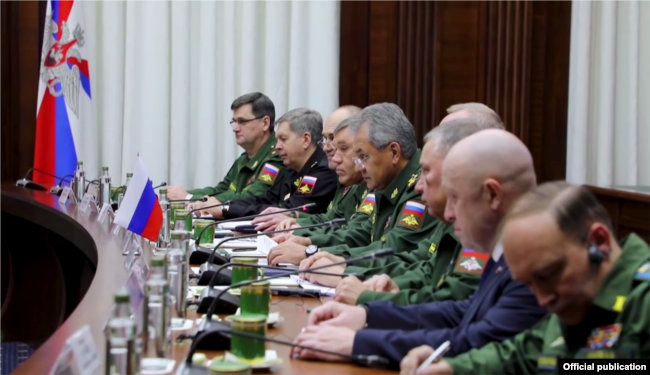 Eevgeny Prigozhin (2nd from front) at the meeting with Russian MOD head Sergey Shoigu and Libyan officials.