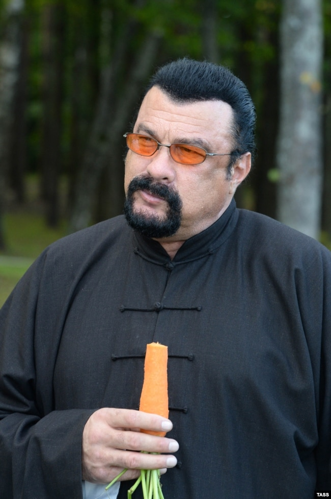 Belarus -- US actor Steven Seagal seen during a meeting with President Alyaksandr Lukashenka at his residence near Minsk, August 24, 2016
