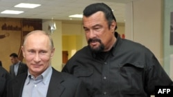 Russia -- President Vladimir Putin and American action movie actor Steven Seagal visit a newly-built sports complex of Sambo-70 prominent wrestling school in Moscow, March 13, 2013