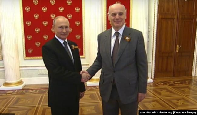 Russia -- Vladimir Putin meeting Aslan Bzhania, the leader of the Georgian breakaway territory of Abkhazia. June 24, 2020.