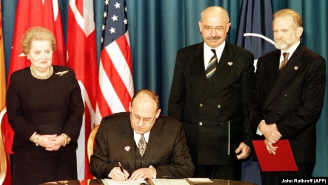 U.S. -- Czech Republic's Foreign Minister Jan Kavan (seated) signs the accession document that enters the Czech Republic into NATO at the Harry Truman library in Independence, March 12, 1999