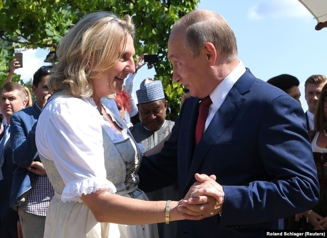 AUSTRIA -- Austrian Foreign Minister Karin Kneissl dances with Russian President Vladimir Putin at her wedding in Gamlitz, August 18, 2018