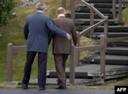 U.S. -- Russian Pres. Vladimir Putin (right) and U.S. Pres. George W. Bush, Kennebunkport, 01Jul2007