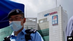 A police officer stands guard outside the Apple Daily headquarters on Thursday, June 17, 2021. AP/Kin Cheung