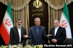 IRAN - From left to right, spokesman for Iran's Atomic Agency Behrouz Kamalvandi, Iran's government spokesman Ali Rabiei and Iranian Deputy Foreign Minister Abbas Araghchi, attending a press briefing in Tehran, July 7, 2019