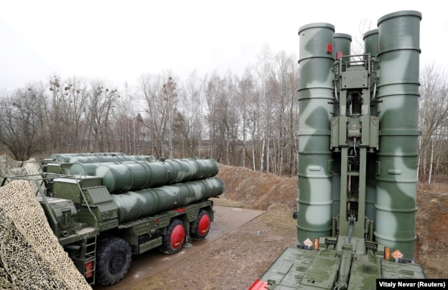 """RUSSIA -- A view shows a new S-400 """"Triumph"""" surface-to-air missile system after its deployment at a military base outside the town of Gvardeysk near Kaliningrad, March 11, 2019"""