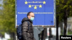 A man wears a face mask as the spread of coronavirus disease (COVID-19) continues in Milan, Italy, April 3, 2020. REUTERS/Daniele Mascolo