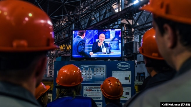 RUSSIA -- Workers of the ELSIB machine building company watch a live broadcast of Russian President Vladimir Putin's annual question and answer session in Novosibirsk, June 7, 2018
