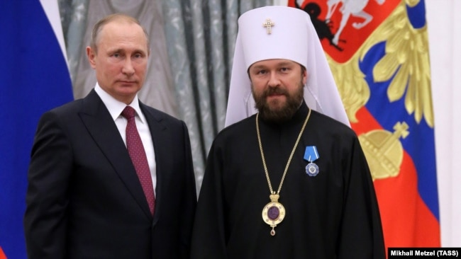 RUSSIA – Russia's President Vladimir Putin (L) awards Metropolitan Hilarion of Volokolamsk with an Order of Honor during a ceremony at the Moscow Kremlin, 22Sep2016