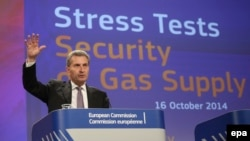Belgium -- EU Commissioner for Energy, German Guenther Oettinger gives a press conference on the Gas stress test at the EU commission headquarters in Brussels, October 16, 2014