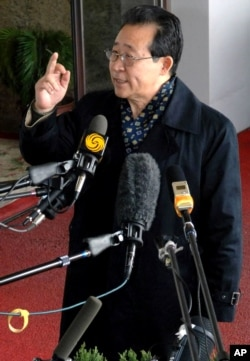 North Korean nuclear envoy Kim Kye Gwan talks to the media after his arrival in Beijing, China, March 17, 2007.