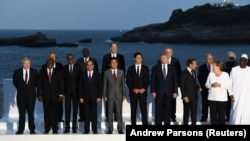 FRANCE -- World leaders pose for a a photograph during the G7 summit in Biarritz on August 25, 2019.