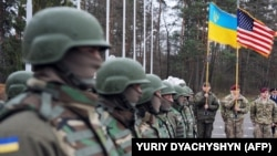 Ukraine -- US and Ukrainian soldiers attend an opening ceremony of the joint Ukrainian-US military exercise 'Fearless Guardian' at the Yavoriv training ground in the region of Lviv, April 20, 2015