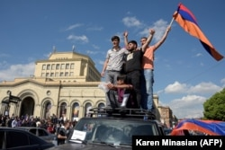 ARMENIA -- People celebrate after the release of the leader of Armenia's mass anti-government protests Nikol Pashinian in Yerevan, April 23, 2018