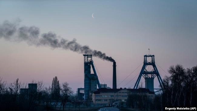 UKRAINE -- The Stepova coal mine just before dawn in Pershotravensk, Dnipropetrovsk region, eastern Ukraine, Monday, April 1, 2019