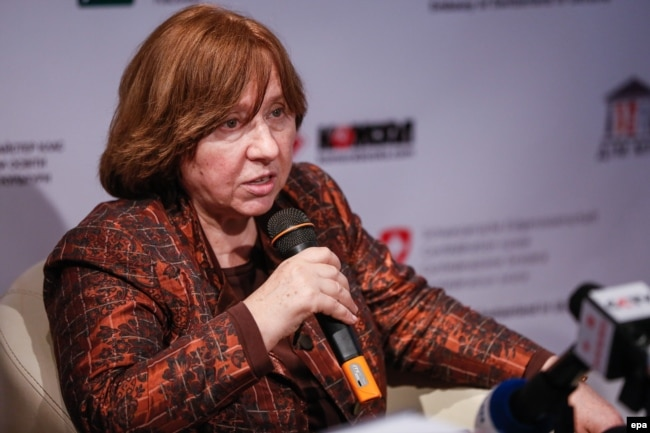 "Ukraine -- Svetlana Alexievich, Nobel Prize in Literature laureate, attends a press conference for the presentation of her book ""Chornobyl's prayer"" in Kyiv, April 7, 2016"
