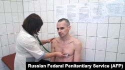 RUSSIA -- In this handout picture released by the Federal Penitentiary Service in Russia's Yamalo-Nenets Autonomous Okrug on September 29, 2018, Ukrainian filmmaker Oleg Sentsov undergoes medical examination at a state hospital in Labytnangi.