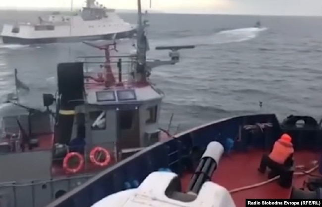 Kerch - A video posted on Facebook by Ukrainian Interior Minister Arsen Avakov that appears to show the Russian coast-guard vessel ramming the Ukrainian Navy tugboat: