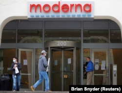 FILE PHOTO: A sign marks the headquarters of Moderna Therapeutics, which is developing a vaccine against COVID-19, in Cambridge, Massachusetts, U.S., May 18, 2020.