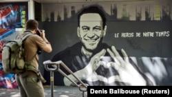 Mural of Aleksey Navalny by Swiss artists Julien Baro & Lud is pictured ahead of the June 16, 2021, summit between U.S. President Joe Biden and Russian President Vladimir Putin in Geneva.