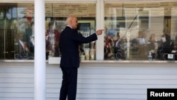 U.S. President Joe Biden gets an ice-cream at Honey Hut during a visit to Cleveland, Ohio, U.S., May 27, 2021. REUTERS/Evelyn Hockstein